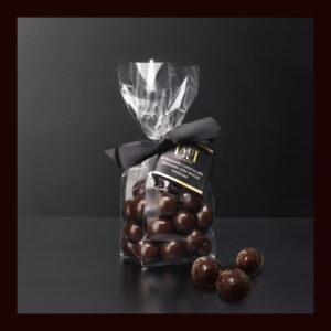 Dragéees di cioccolato extrafondente con nocciola intera